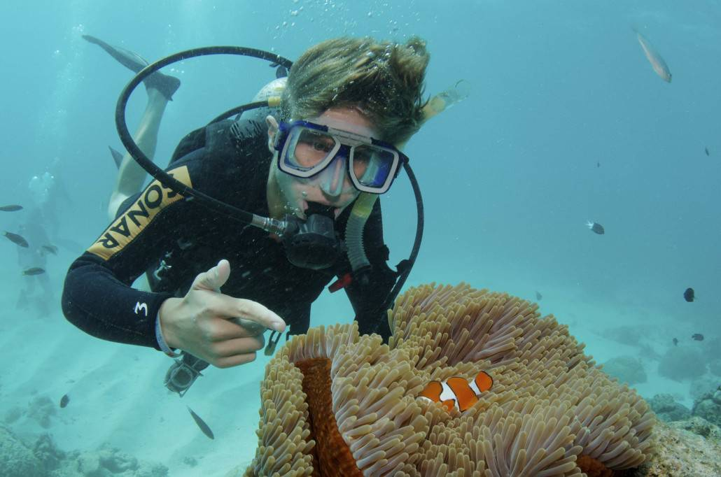Scuba Diving the Great Barrier Reef on our Australia & Fiji summer service program