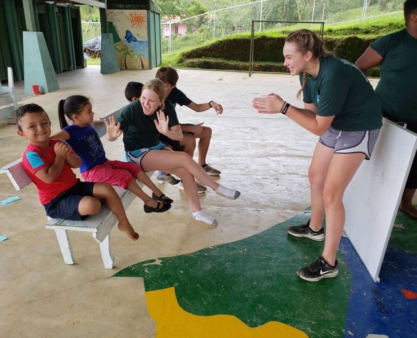 Teaching English Lessons to Elemantary Schools Students in Costa Rica